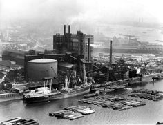 The huge Tate & Lyle factory at Plaistow Wharf, Silvertown. Vintage London, Old London, East London, London Life, London Street, London Docklands, London History, Greater London, Old Photos