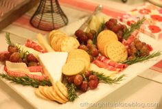 well put together cheese platter - garnish with grapes and rosemary Outdoor Party Appetizers, Outdoor Parties, Appetizers For Party, Party Platters, Cheese Platters, Food Displays, Food Presentation, Favorite Recipes, Colorful