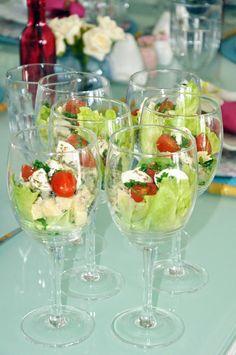 Green Salad served in stemware | Blog da Michelle Mayrink
