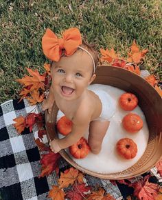Trendy Cute Baby Pictures Little Girls Ideas Fall Baby Pictures, Fall Baby Pics, Baby Girl Photos, Baby Christmas Photos, Monthly Baby Photos, Baby Pumpkin Pictures, Baby Girl Fall, Cute Baby Girl Pictures, Monthly Pictures