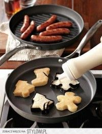 Use Christmas cookie cutters to make pancake shapes. Cute idea for Christmas breakfast or brunch Breakfast Desayunos, Breakfast Ideas, Breakfast Sausages, Breakfast Healthy, Health Breakfast, Perfect Breakfast, Brunch Ideas, Healthy Eating, Christmas Breakfast