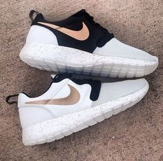 Nike Roshe Run Gold Trophy Hypervenom World Cup Pack