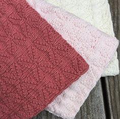 Kunne du tænke dig en bunke smukke og bløde gæstehåndklæder med blomstermotiv i strukturstrik ?   Med mulighed for at vælge mellem rigtig m...