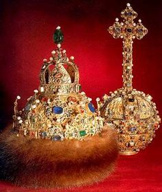 Crown and Orb of Tsar Michael Romanov, Imperial Russian Crown Jewels Historic Museum, Moscow, Russia Royal Crown Jewels, Royal Crowns, Royal Tiaras, Royal Jewelry, Tiaras And Crowns, Jewellery, Gold Jewelry, Jewels 3, Tsar Nicolas