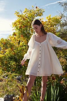 Dress up your day with these beautiful day dresses & sundresses from Free People. Pick a crochet dress, or sun dress for your Sunday brunch this weekend. Looks Style, Mode Outfits, Look Fashion, Daily Fashion, Street Fashion, Womens Fashion, Aesthetic Clothes, Aesthetic Fashion, Aesthetic Women