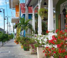 Rue colorée de Puerto Plata, République Dominicaine