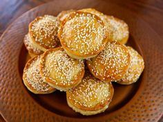 Tilly's Pastelles - A Sephardic recipe from Greg Henry's cookbook, Savory Pies - Meat hand pies with egg, parsley, and herbs sprinkled with sesame seeds. Jewish Recipes, Greek Recipes, Skyrim Food, Cooking Time, Cooking Recipes, Greek Desserts, Savory Tart, Hand Pies, Quiches