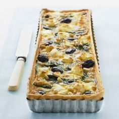 This vegetarian tart recipe makes the best school or work lunchbox recipe. Use up leftover spinach to make this tart for family lunch or dinner.