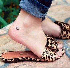 tatuagem coração pé