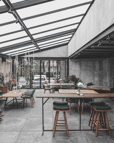 Cafe Interior Design, Interior Decorating, Cafe Exterior, Garden Cafe, Coffee Shop Design, Canteen, Coffee Shops, Bar Ideas, Food Truck