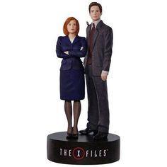 2017 X-Files Scully and Mulder Hallmark Magic Ornament - Hooked on Hallmark Ornaments Baby First Christmas Ornament, Xmas, Christmas Ornaments, Fbi Special Agent, Ornament Hooks, Hallmark Keepsake Ornaments, Willy Wonka, Scully, Theme Song