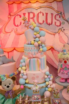 Carousel Birthday Parties, Circus Theme Party, First Birthday Party Decorations, Circus Birthday, First Birthday Parties, First Birthdays, Minnie Mouse Party Decorations, Girls Party Decorations, Bolo Laura