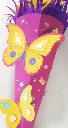Schultüte Schmetterling mit Anleitung zum selbst basteln! Schritt-für-Schritt zur schönsten Mädchen Schultüte. Viel Spaß beim Nachbasteln: http://einfachstephie.de/2013/07/09/schultuete-schmetterling-und-blumen-fuer-maedchen-basteln/