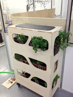 Original jardinera proyecto final de @nunuromi para FabAcademy, en FabLab León.