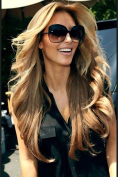 Loveee her with this hair!