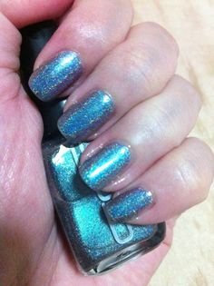 NOTD Ozotic 532 Holo graphic! Love how one angle looks blue another looks orange and another angle looks pink! Wooo