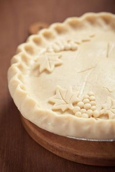 Water Pie Recipe : Unbaked pie crust holds mixture that includes ground cinnamon, ground nutmeg and vanilla extract in this pie recipe that goes back to the Depression era. Water Pie Recipe, Pie Dessert, Dessert Recipes, Beautiful Pie Crusts, Pie Crust Designs, Decoration Patisserie, Pie Crust Recipes, Sweet Pie, No Bake Pies