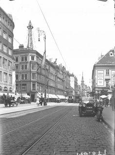Wien 7, Mariahilferstraße 1935.  Aufnahme gegen die Gerngrosshäuser mit dem Leuchtturm.