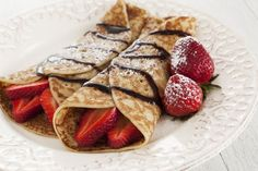 Crepes sound fancy, but they& really just thin pancakes. That means you can easily make your own crepes. Here are the basic steps for making crepes. Easy Crepe Recipe, Crepe Recipes, Brunch Recipes, Nutella, Waffle, Strawberry Crepes, Low Carb Recipes, Cooking Recipes, Crepe Batter