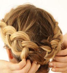 Αποτέλεσμα εικόνας για χτενισματα για γαμο μεσαια μαλλια