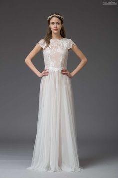 #gown #couturedesign #fashion #couturegowns #bridalstyle #couturefashion #fallwinter #fashiongram #couture #designer #wedding #designers #dress #bridal #couturegown #weddingdress #fallwinter2016 #bridalgowns #eliesaab #bridaldresses #fashionmagazine #bridalgown #bridaldress #gowns #couturedress #2016 Elegantné+svadobné+šaty+s+klasickými+detailmi