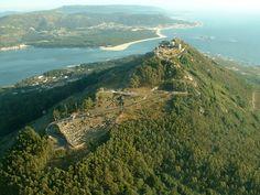 Santa Tegra. Portugal a tu izquierda y Galicia a tu derecha. Impresionante atardecer