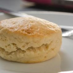 Scones and other recipes to discover on DasKochrezept. Delicious Cake Recipes, Yummy Cakes, Dessert Recipes, Whole30 Recipes Lunch, Avocado Salad Recipes, Baked Chicken Tenders, Marsala Recipe, Chicken Soup Recipes, Pizza Logo