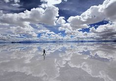 Salar De Uyuni, Bolivia - the world's largest salt flat turns into a mirror