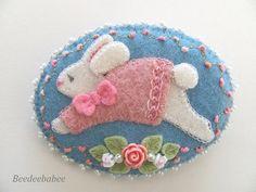 Felt bunny pin