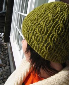 Lina yarn: BBB new master (82% merino wool, 18% acrylic, 50g= 125m), 65 g gauge: 22 sts stockinette =10cm needles: 4mm notes: sk2p: slip 1,...