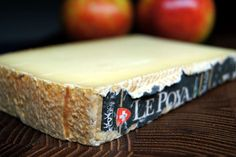 Le Poya ist ein Schweizer Bergkäse, der vorwiegend in der Region Fribourg hergestellt wird. Die...