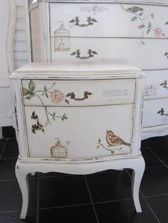 Antigua mesa de luz reciclada con flores y tapa de marmol - Reciclar muebles antiguos ...
