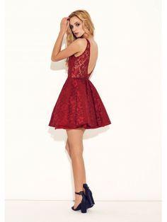 czerwona sukienka z odkrytymi plecami studniówka
