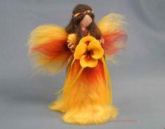 Stiefmütterchen Fee gefilzt Frühlingsfee von filz-fussel-werkstatt auf DaWanda.com Yarn Dolls, Wool Dolls, Felt Dolls, Fuzzy Felt, Wool Felt, Needle Felted Animals, Felt Animals, Red Wall Art, Felt Angel