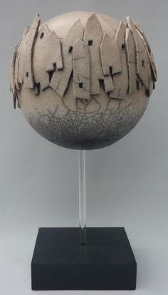 Ceramic ball with houses on foot, with plexiglass pen. Ceramic ball with houses on foot, with plexiglass pen. Ceramic Mask, Ceramic Clay, Sculptures Céramiques, Sculpture Clay, Pottery Designs, Pottery Art, Raku Kiln, Pottery Houses, Clay Vase