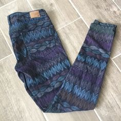 Tribal Zip Jeggings From American Eagle size 2 but fits size 25 best. Optional zip at ankles. Cute purple and indigo tribal Aztec print. American Eagle Outfitters Jeans Skinny