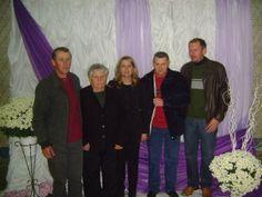 Estos son mis hermanos y mi madre en mi graduación.