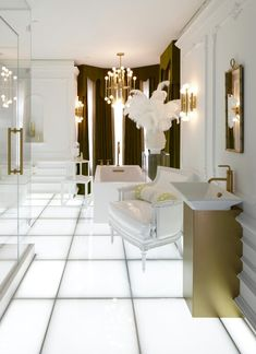 Palace for queens. Trend 2015: gold and white