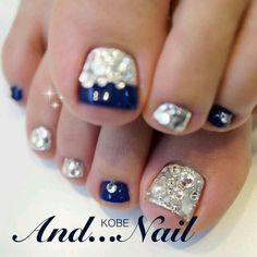 Such a pretty nail art design for toe nails Pretty Toe Nails, Pretty Toes, Fancy Nails, Bling Nails, Pedicure Designs, Pedicure Nail Art, Toe Nail Art, Nail Art Designs, Toe Nail Designs For Fall