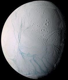 Un nuovo studio su Science, coordinato da un gruppo di scienziati italiani, svela che #Encelado, uno sei satelliti di #Saturno, potrebbe contenere un grande oceano di acqua liquida...