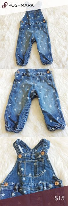 H&M Baby Star Print Overalls Adorable star print overalls from H&M perfect for your little boy or girl! Washed, never been worn. Reasonable offers always accepted. Bundle more to save more ⭐️✨ H&M Bottoms Overalls