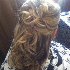 Bridesmaid hairstyle soft pin-up