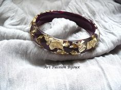 Burgundy and gold bangle golden metal leaf resin bangle // Eco* resin bracelet with golden metal leaf, made in Italy, the back is paint with burgundy nail polish.