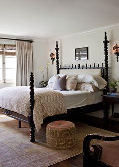 Superbe Four Post Bedroom