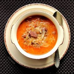 Lencsés, kolbászos savanyú káposzta leves Hungarian Cuisine, Hungarian Recipes, Hungarian Food, Soups And Stews, Thai Red Curry, Nutella, Soup Recipes, Food And Drink, Tasty