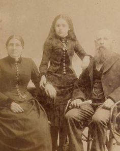 The Bizarre Tradition Of Post Mortem Photography From The Victorian Era Creepy Images, Creepy Photos, Antique Photos, Vintage Photos, Fotografia Post Mortem, Memento Mori Photography, Vintage Photography Women, Post Mortem Pictures, Gothic
