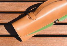 Fanny, housse de flûte traversière en cuir, fabriquée en France. Sunglasses Case, Cases, France, Music, Slipcovers, Accessories, Gifts, Musica, Musik