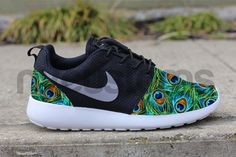 Nike Roshe Run Black Gamma Grey Peacock Feather Print door NYCustoms