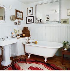 love this classic bathroom