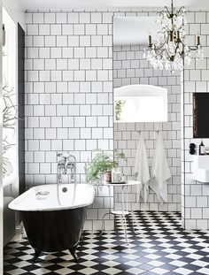 checkerboard floor - bathtub | photo andrea papini